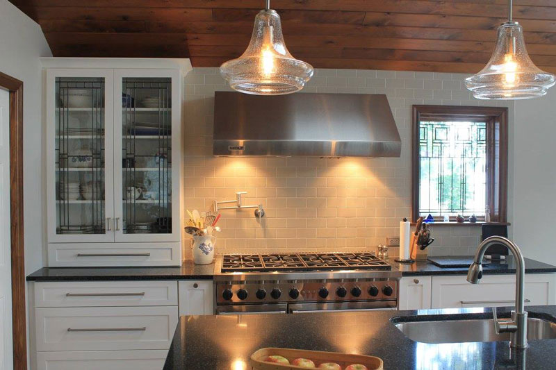 White Cabinets With Range Hood